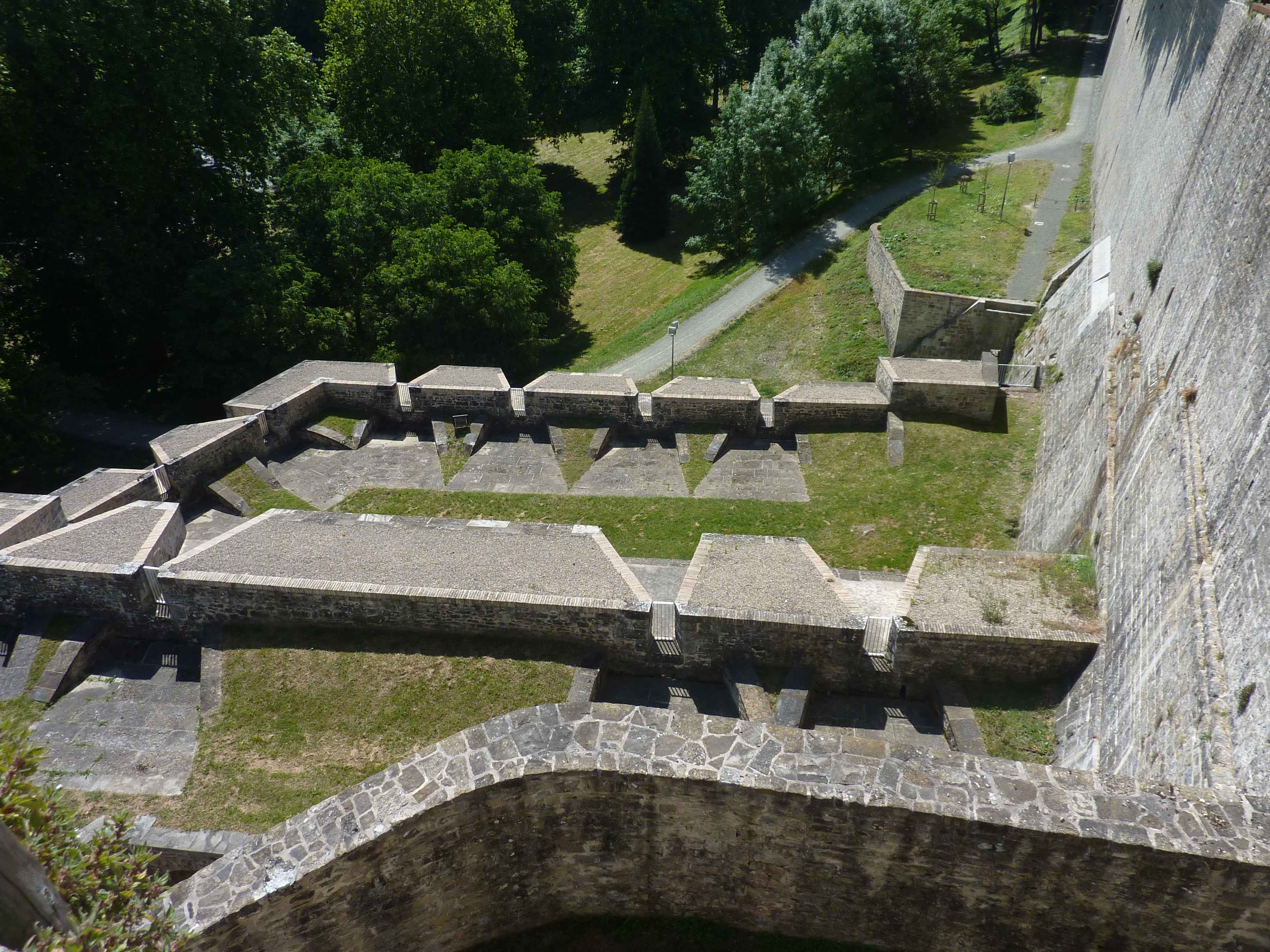 differents-etages-remparts-pampelune.jpg
