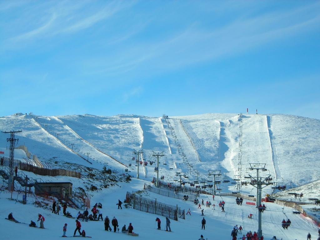ski madrid station de ski la plus proche de madrid. Black Bedroom Furniture Sets. Home Design Ideas