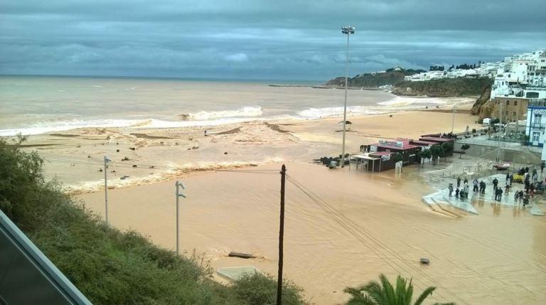 inondations cadix malaga et sud portugal. Black Bedroom Furniture Sets. Home Design Ideas