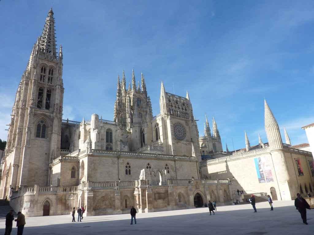 La cathédrale de Burgos depuis l'esplanade