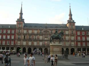 madrid_entree_plaza_mayor.jpg