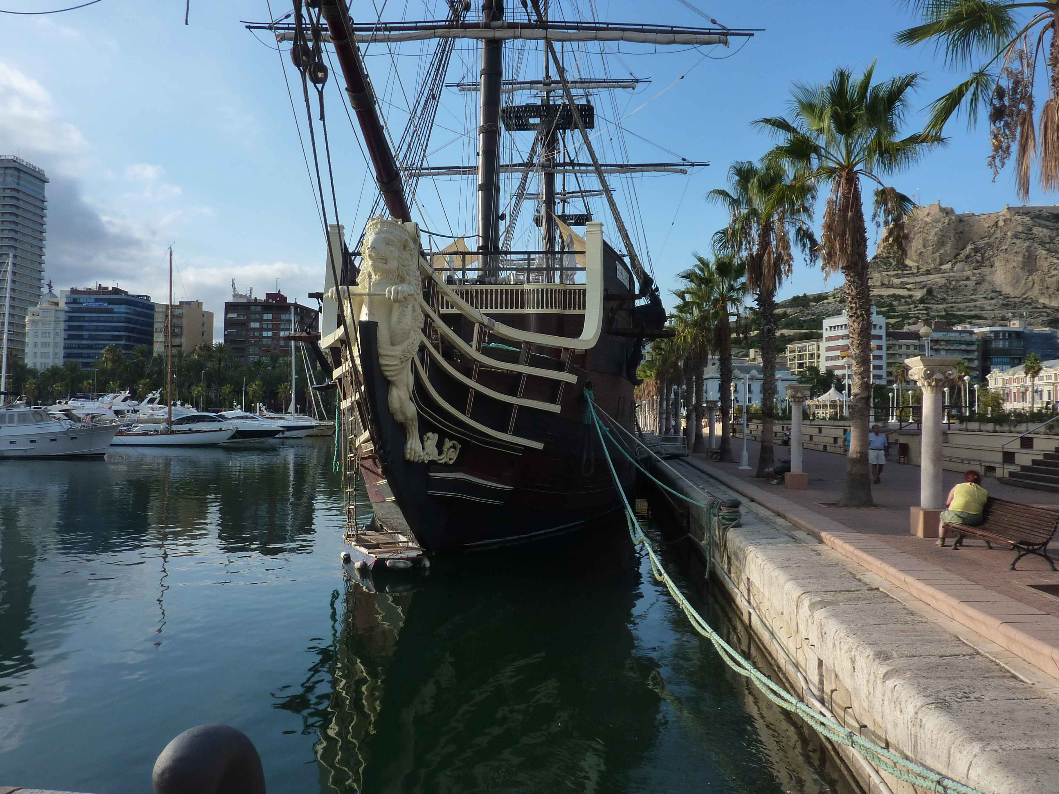 Bateau De Pirate A Alicante en Images